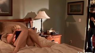 Otelde Kalan Çıtır Sarışını Yaz Sıcağında Sikiyor