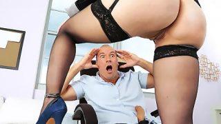 Seksi Sekreter Abaza Patronun Aklını Başından Alıyor